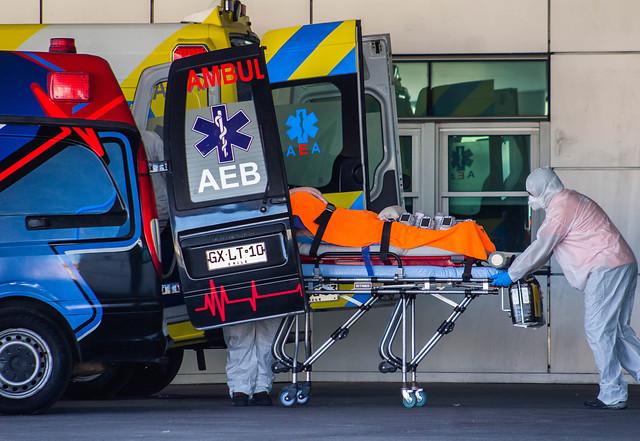 Por aumento de contagios en el Biobío: trasladan pacientes covid-19 desde Talcahuano a Santiago