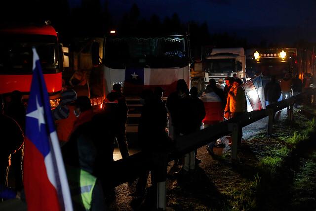"""Camioneros en segundo día de paro: oposición insiste en cuestionar el """"beneplácito del Gobierno y del ministro de Interior"""" a la toma de carreteras"""