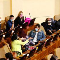 Bancada frenteamplista exige al Gobierno presentar proyecto para habilitar voto domiciliario para personas con Covid-19