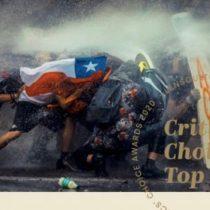 Fotógrafo Javier Vergara gana mención en Lens Critics' Choice Award con foto del estallido social