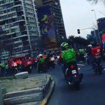 Repartidores de aplicaciones protestan en Plaza Italia exigiendo mayor seguridad y dignidad laboral