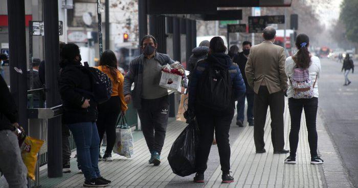 Estudio de la U. De Chile denuncia la imposibilidad de propuesta del Minsal de mantener un metro de distancia en el transporte público