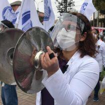 Médicos en Perú hacen huelga