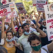 Miles de personas protestan en Madrid contra restricciones ante coronavirus
