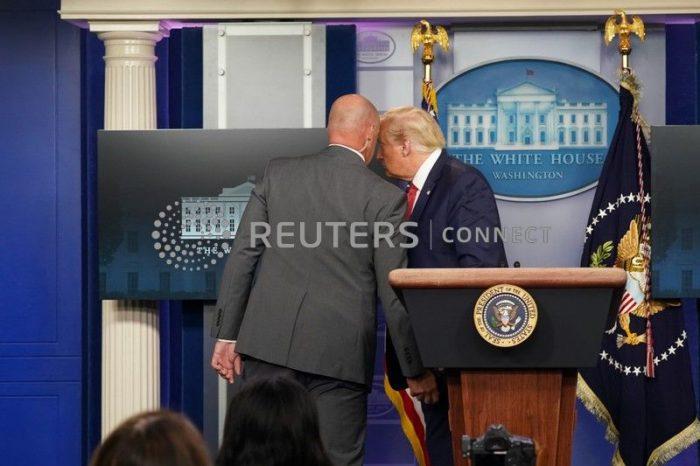 Trump es sacado abruptamente de rueda de prensa en la Casa Blanca por Servicio Secreto tras