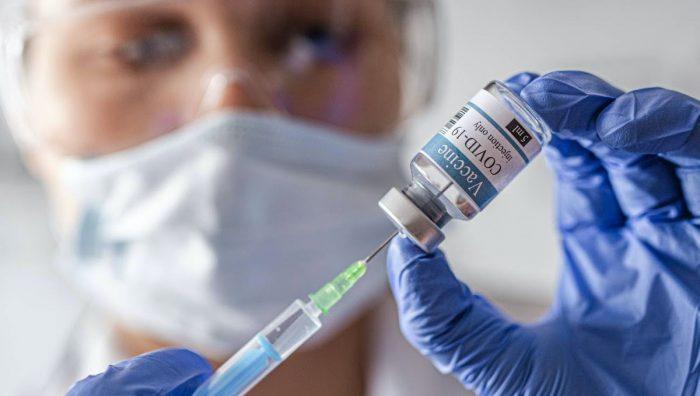 """""""Hoy producir una vacuna o tener una alianza para adquirir dosis es casi lo mismo. No da mayor ventaja"""""""