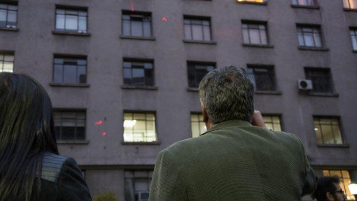 Bulnes Intervenido: convocan a versión virtual de acción urbana que ilumina las huellas de las balas del golpe de estado en el Paseo Bulnes