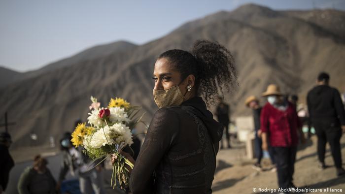 Perú supera la barrera de los 800.000 contagios por coronavirus