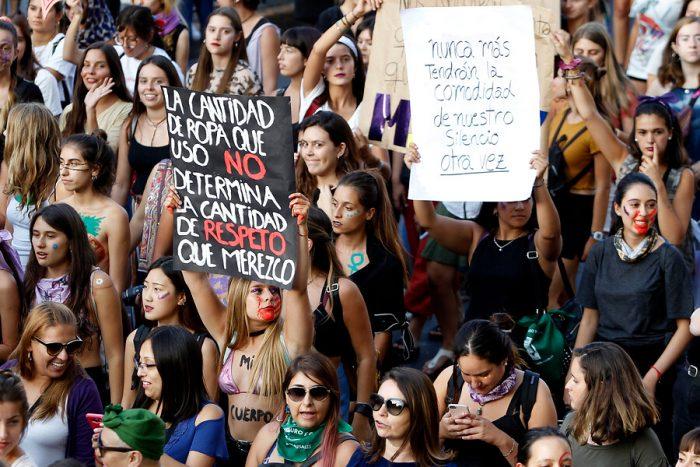 La agresión a una joven vestida con falda pone el foco sobre acoso en Francia