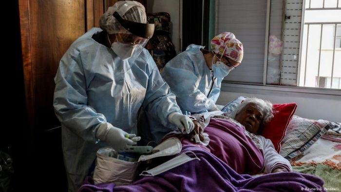 Brasil rebasa los cuatro millones de contagios de covid-19