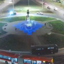 Acusan a Carabineros de censurar expresión artística lumínica llevada a cabo en Plaza Baquedano