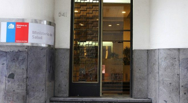 Muertes por COVID-19: fiscal Carrasco ordenó diligencia clave en el Minsal a un día que defensas del Presidente, subsecretarios y Mañalich pidieran su salida del caso
