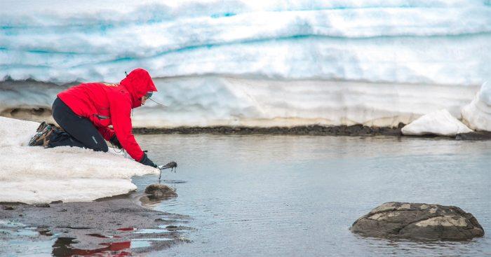 """Dr. Marcelo Leppe: """"La Antártica es un continente restrictivo para el ser humano, impone un millón de barreras, pero ninguna impedirá a las mujeres trabajar allí como en cualquier espacio del mundo"""""""