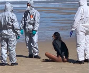 Mujer con covid-19 fue detenida tras ser sorprendida practicando surf en España