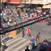 Captan brutal pelea entre vendedores ambulantes en pleno Barrio Meiggs