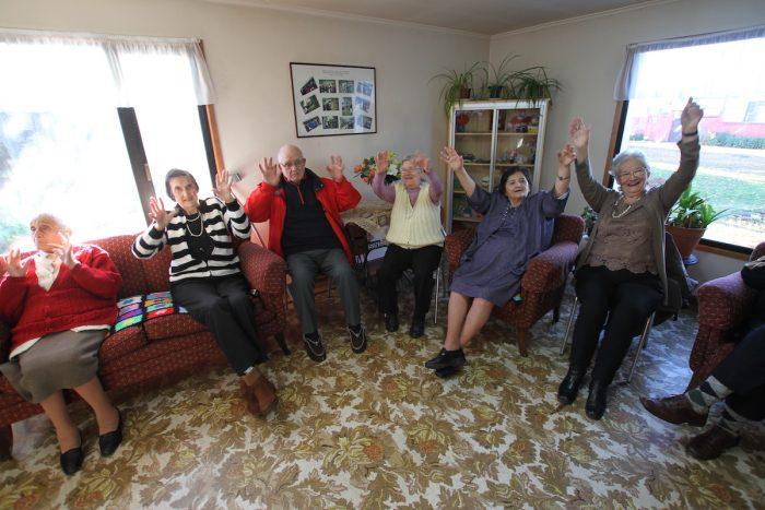 Estudiantes del Voluntariado UMAG brindan acompañamiento remoto a adultos mayores