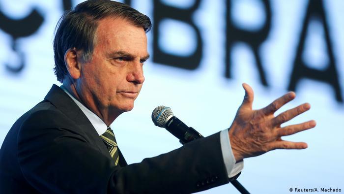 Bolsonaro dice que prisa por vacuna contra el Covid no se justifica en Brasil