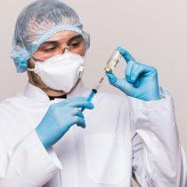 ¿Por qué es una buena noticia que se suspendan los ensayos de una vacuna?