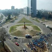 Funcionarios de la salud realizaron manifestación en Plaza Baquedano: fueron dispersados por Carabineros