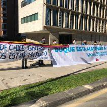 Organizaciones migrantes y de DD.HH protestaron afuera de la embajada de Colombia: emplazan a Chile a pronunciarse sobre abuso policial