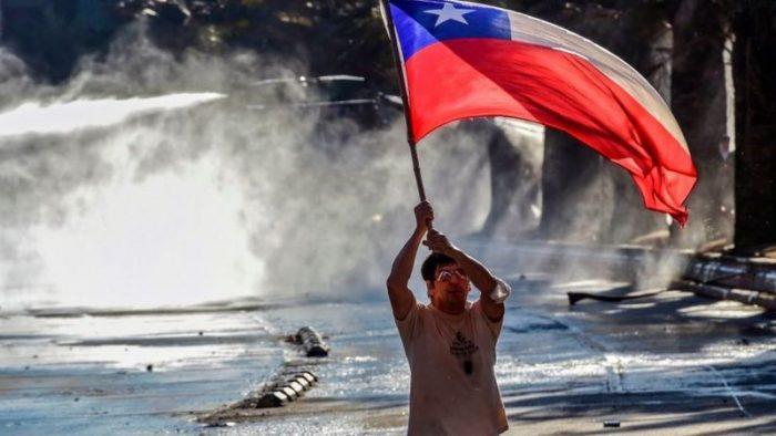 Chile vota en plebiscito histórico : 4 claves para entender qué está en juego en la consulta para cambiar la Constitución de Pinochet