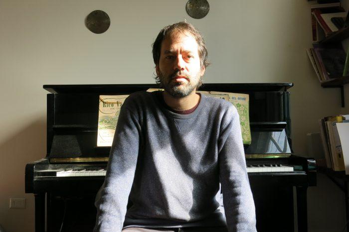 Cuando el arte y la ciencia se cruzan: la poesía sonora de Gregorio Fontén en homenaje a las víctimas del estallido