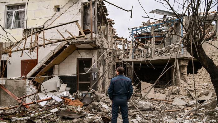 Aviación azerbaiyana bombardea catedral en histórica ciudad del Karabaj