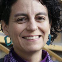 """Lingüista Alejandra Meneses en Cita de libros: """"La letra 'e' emerge como una bandera para proclamar la necesidad de que cada persona, que forma nuestra sociedad, pueda ser nombrada"""""""