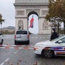El Arco del Triunfo y los Campos de Marte en París son evacuados por amenazas de bomba