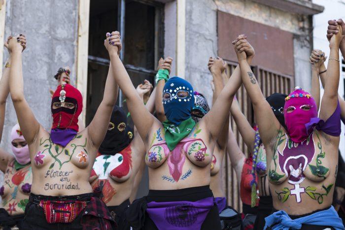 Diversas expresiones feministas buscan que la cultura no muera en Chile