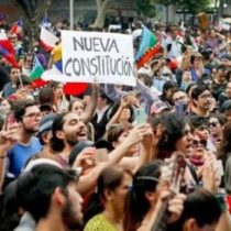 La radicalización ideológica de la élite y la moderación callejera en Chile