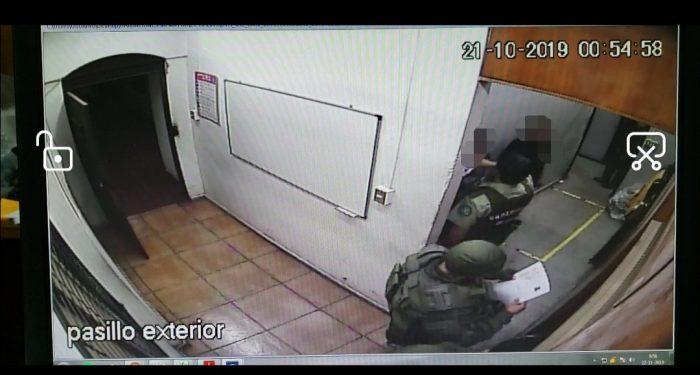 Dos carabineros formalizados por torturas en Comisaría de Peñalolén quedaron en prisión preventiva