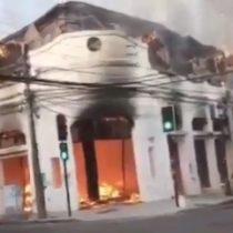 Locales de galería comercial en el centro de Talca fueron calcinados tras ser afectados por gran incendio