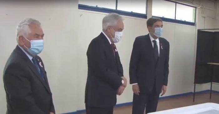 Durante su visita a local de votación: Piñera asegura que el Presidente Trump es la única persona inmune al COVID-19 en el mundo