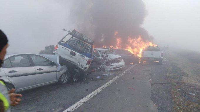 """Impactante accidente carretero en Victoria involucra a 18 vehículos y deja dos víctimas fatales: autoridades niegan la tesis del """"atentado"""""""