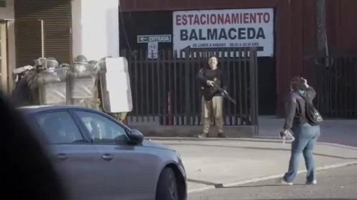 Agrupaciones de mujeres denuncian amedrentamiento por manifestarse frente a la PDI en Castro