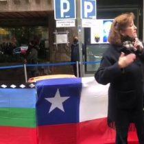 Voto extranjero: bandera mapuche generó controversia entre electores en local de votación en Madrid