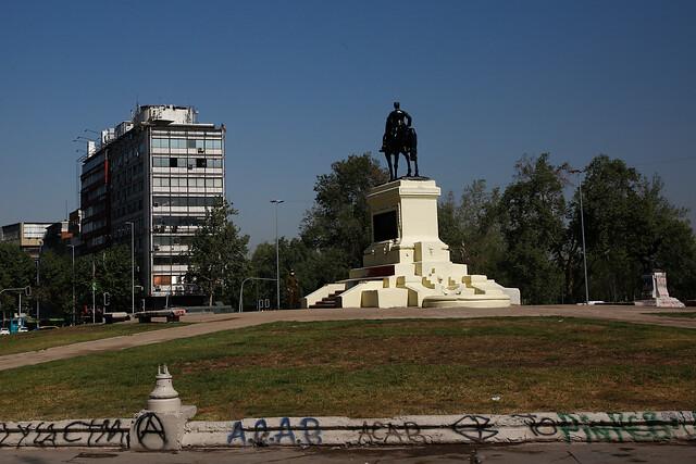 Consejo de Monumentos Nacionales se abre a petición del Ejército y evaluará cambiar de ubicación estatua del general Baquedano