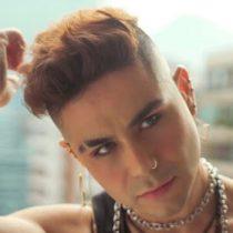 Cineasta, Iñaki, lanza su primer single como cantautor revisando las diferentes formas de amar