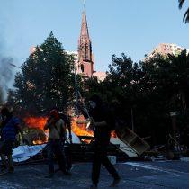 Carabineros denuncia que individuos prendieron fuego a dependencias de Iglesia Institucional San Borja: reportan cinco detenidos