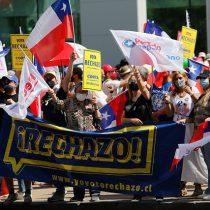 Partidarios del Rechazo se congregan en Las Condes para manifestarse a una semana del Plebiscito