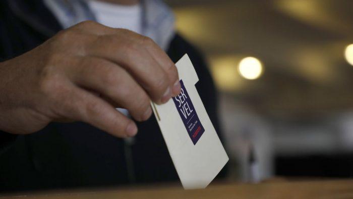 Se abren las mesas y comienzan las primarias para gobernadores regionales y alcaldes