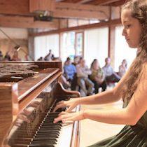 "Amanda Naranjo, la joven promesa del piano nacional: ""Es triste que la música se asocie a la gratuidad"""