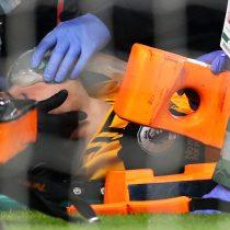 Raúl Jiménez fue operado con éxito de una fractura craneal tras brutal choque con David Luiz en partido de la Premier League