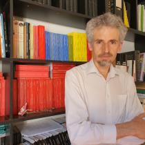 """Editor Paulo Slachevsky y su libro de fotos sobre el estallido: """"trato de plasmar la historia que estamos viviendo y haciendo"""""""