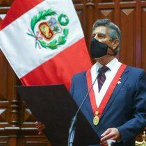 Sagasti asume el poder en Perú y pide perdón a familiares de víctimas en protestas