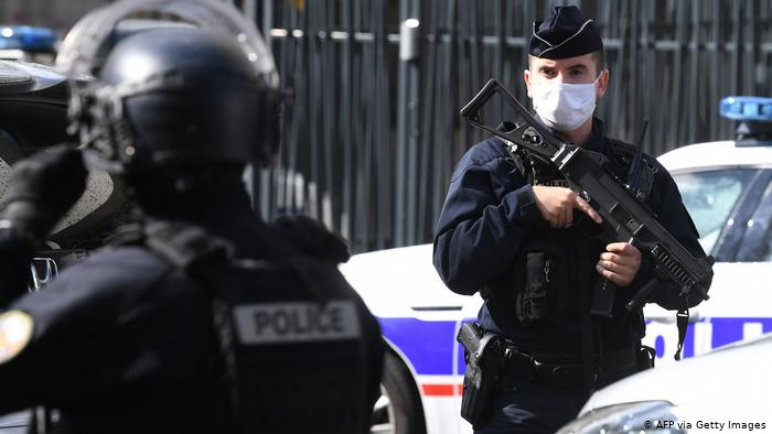 Golpiza de policías a ciudadano afrofrancés revive debate sobre racismo, maltrato policial y medidas antipandemia