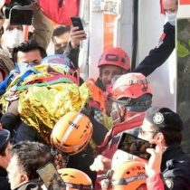 Rescatan a niña de cuatro años tras el sismo en Turquía que ya eleva a 102 la cifra de muertos