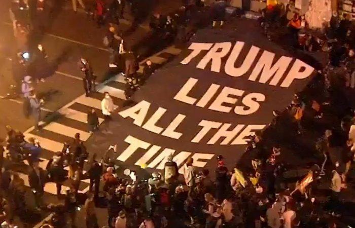 Un centenar de manifestantes contra el racismo se reúnen ante la Casa Blanca