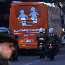 """Regresa el """"Bus de la Libertad"""": Marcela Aranda pide que respeten derecho a expresarse y Movilh recuerda que solo trajo """"odio"""""""